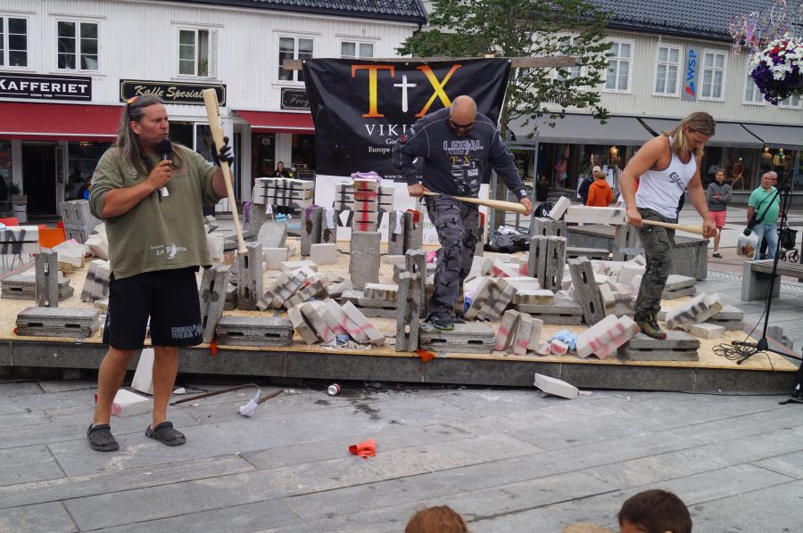 Det ble stenknusing ogevangeliseringmed TX Vikings påTønsberg Torv