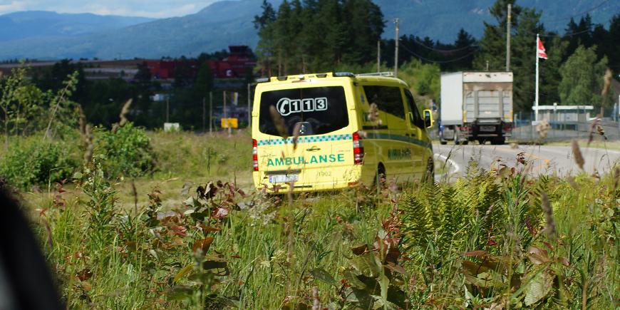 Buss og to biler i ulykke i Målselv. Det er meldy om alvorlig personskade