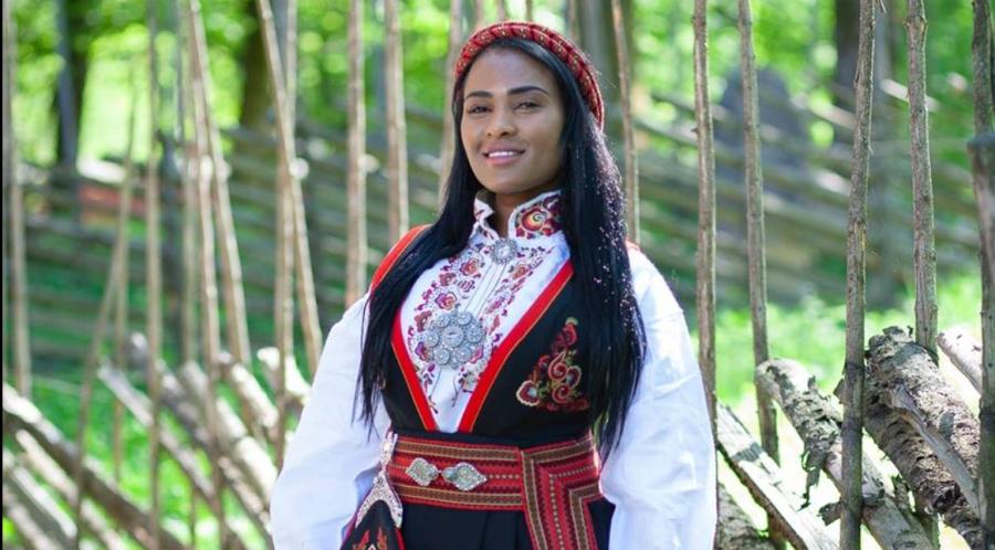 Etter innsamlingsaksjonen hadde Shurika Hansen sikret seg sin egen Telemarksbunad. Resten av pengene vil gå til sykehusklovnene
