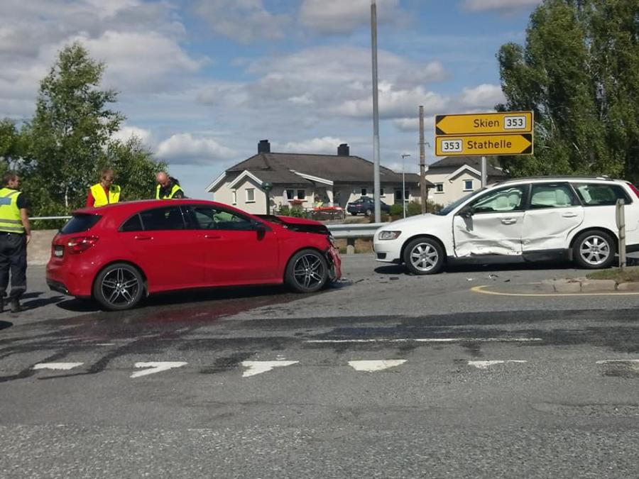 To biler har kollidert i Bamble