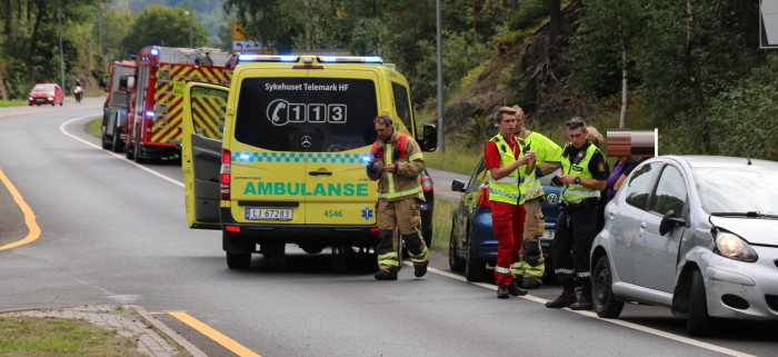Trafikkulykke med to biler involvert.En kjørt til legevakten