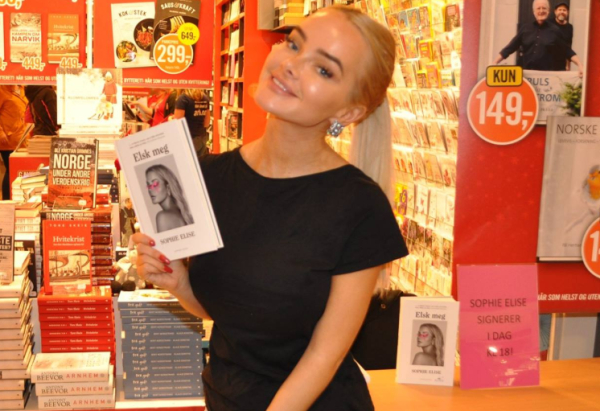 Toppblogger Sophie Elise (23) holdt sin bok-signering i Skien.Det ble signert bok og en selfies
