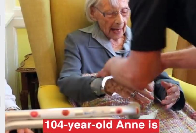 Anne (104) ble arrestert av politiet på aldershjem.Det var hennes ønske.