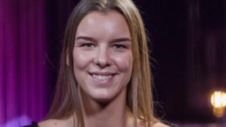 Mina Lund (22) fra Stokke har besluttet å trekke seg fra The Voice på TV2