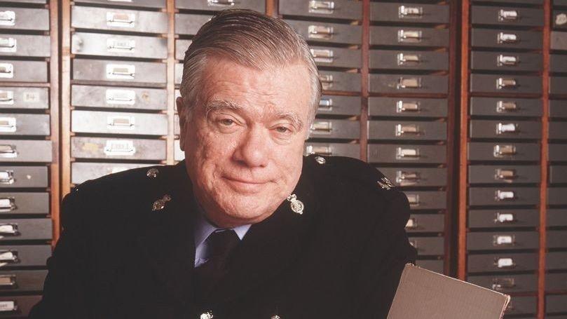 «Med hjartet på rette staden»-skuespilleren, William Simons er død (79)