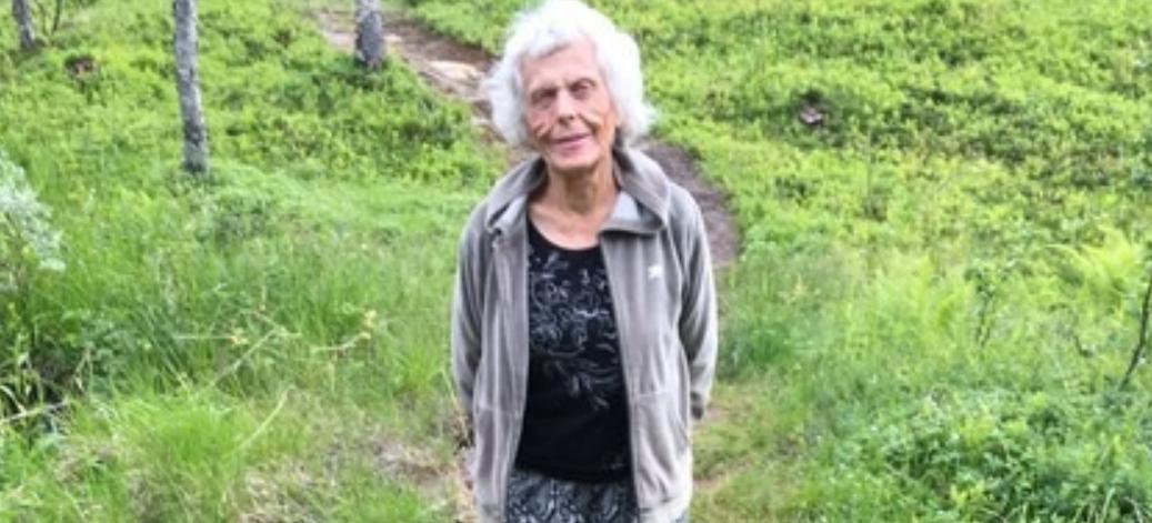 Karen Kristine Østrem (81) er savnet. Hun kan ligger død i terrenget nært hjemmet sitt