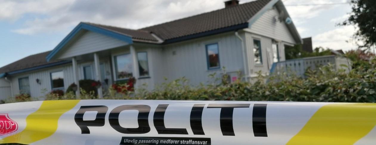 Ingen er tatt etter at en mann i 70-årene ble bundet fast og ranet i sitt eget hjem i Skien