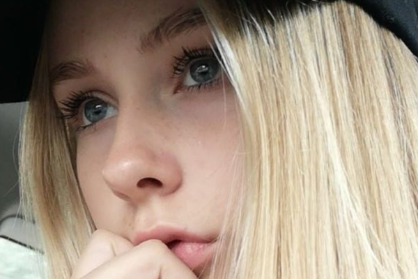 Jennie Mayer Borgersen (13) valgte å avslutte sitt liv. Nå vil foreldrene bruke alle sine krefter på å ta vare på hverandre og hjelpe andre i datterens situasjon