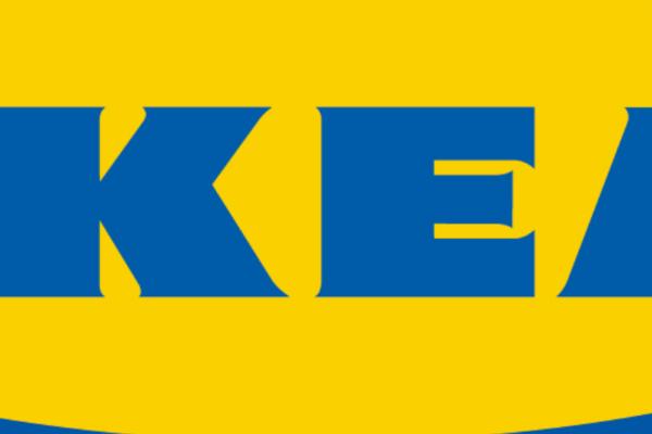 En gutt (2) ble drept av en kommode inne på IKEA. Nå må de betaler over 400 millioner kroner i forlik til familien. Belløpet er det største forliket av sitt slag i USAs historie.