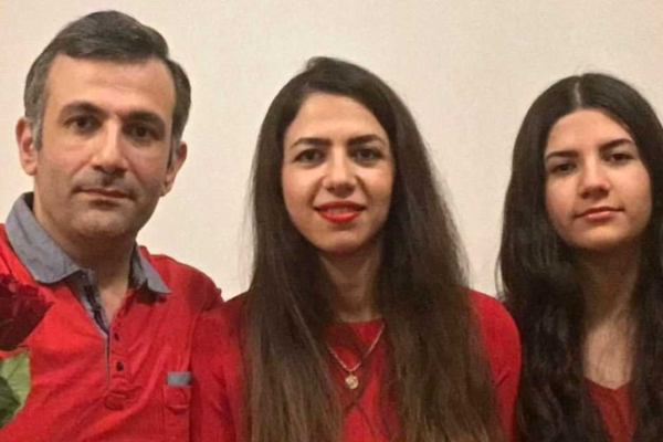 Siavash Maghsoudlouestarabadi (43), Kaveh Azadeh (40) og datteren Paria Maghsoudlouestarabadi (15) omkom i flystyrten i Iran natt til onsdag forrrige uke