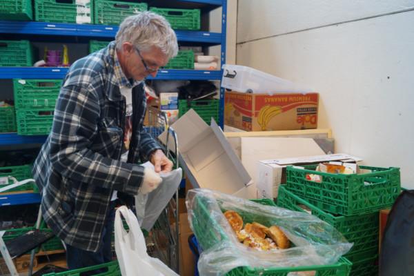 Bjarne Halvorsen og resten av gjengen i LivsGiverne leverer ut tonnevis av mat i året til folk som virkelig trenger det. De bruker hele sin tid på arbeidet, uten noen form for betaling