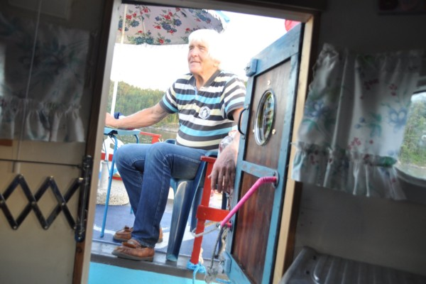 Nå vil Bjarne Kristian Sølverød (79) selge hytta på vannet og hytta på hjul. Er det noen der ute som er intersserte? Se bildene!