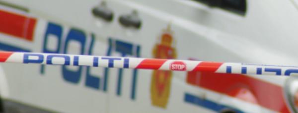 En gutt (16) tvang en 14-åring inn på skolens toalett og i kjellertrapp og voldtok ham.16-åringen må sitte i fengsel