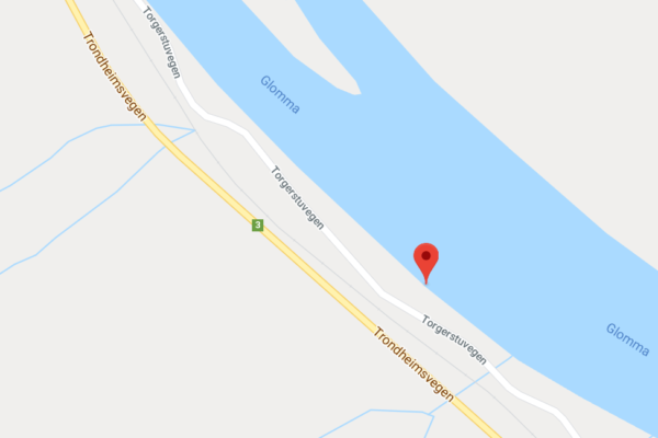 Brannvesenet har funnet en livløs mann i Glomma ved Årnes og at de har startet hjerte- og lungeredning