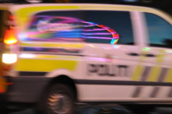 Nødetatene fikk like etter klokken 21 melding om en brann i lokalene på Vatvedt Torg i Sarpsborg