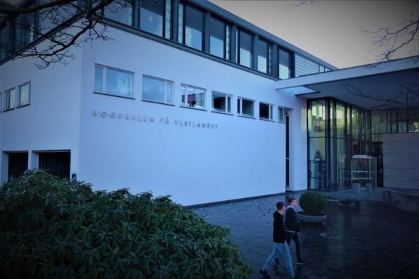 Rundt 20 sykepleierstudenter ved Høgskulen er satt i karantene som følge av coronaviruset.Studentene får ikke starte praksisen sin