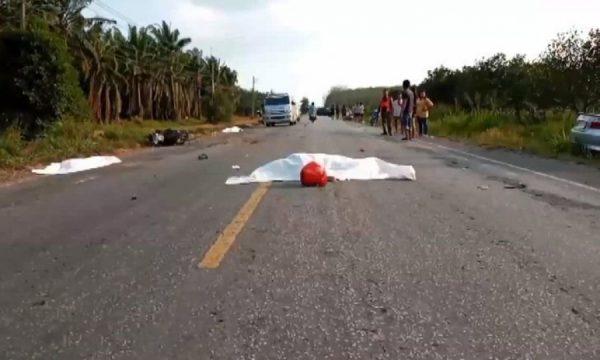 Fire familiemedlemmer i motorsykkel kolliderte med en personbil. Tre av dem omkom