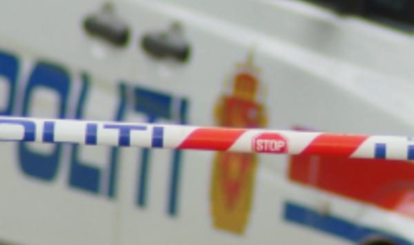 En kvinne i 20-årene prøvde å drepe og knivstakk en nabokvinne i halsen med kniv. Knivbladet knakk og traff vitale blodårer»