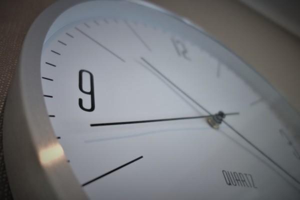 Natt til søndag må du huske på å stille klokken èn time frem mot sommer
