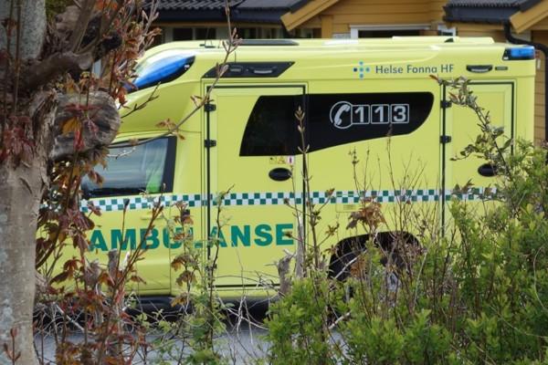 En mann døde i sitt hjem og det ble senere påvist at han var smittet av coronaviruset