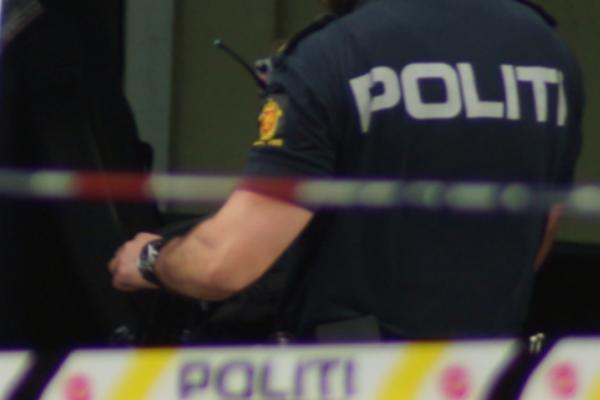 Politiet rykket ut til melding om skyting fredag kveld. En mann skutt og skadet av politiet