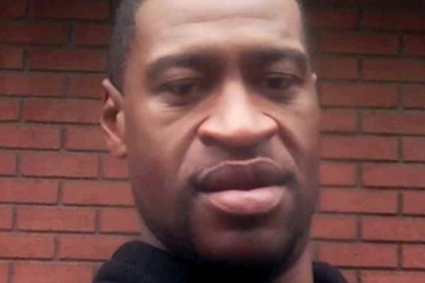 Politimannen som knelte på nakken til George Floyd, siktes for forsettlig drap. Tre andre politibetjenter siktes for medvirkning til forsettlig drap.