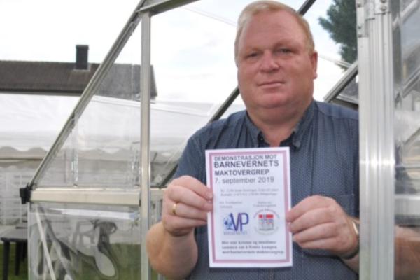 Lokalpolitiker Kjartan Mogen (56) er tiltalt for trussel mot en offentlig tjenestemann. Han møter i retten i November