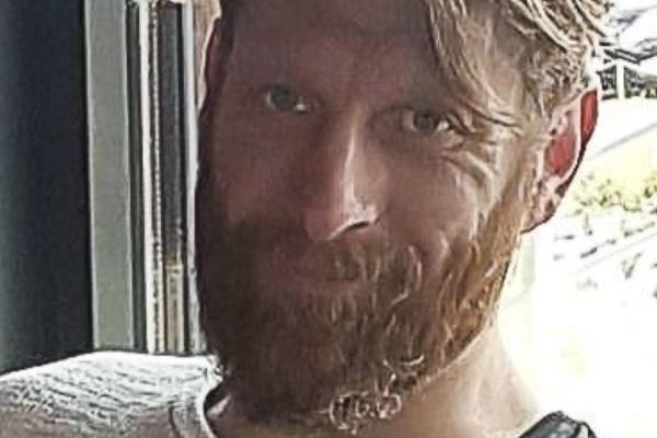 Christian Halvorsen (43) døde som følge av skuddskader. Gjerningspersonen er ikke pågrepet