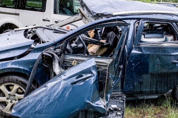 Bilen eksploderte da mann i 40-årene tente seg en røyk