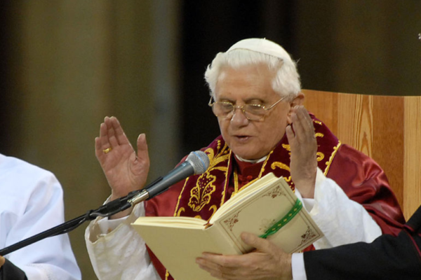 Tidligere pave Benedikt XVI er alvorlig syk etter at han besøkte sin syke bror