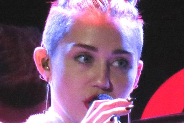 Miley Cyrus og Cody Simpson (23) gjort det slutt