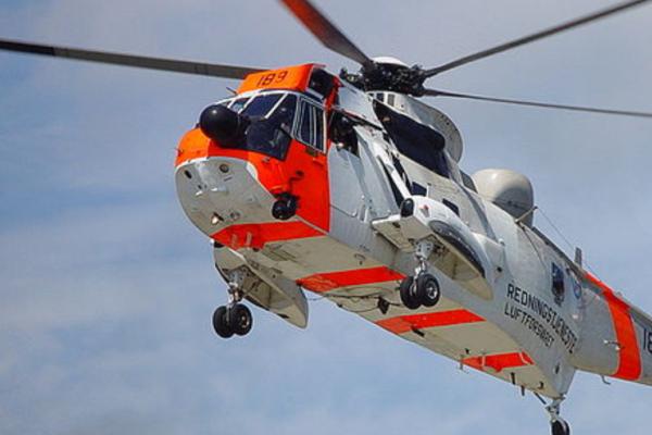 Mann i 40-årene er hardt skadet etter en fallskjermulykke