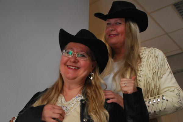 Artistene Torill Helene N. Roksvaag og Lena H. Johnsen har hat flere år med godt samarbeid med musikk, tv, og et godt vennskap