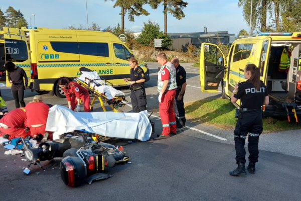 Gutt (11) kolliderte med bil – pådro seg bruddskader