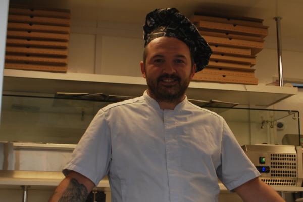 Daniel Bondoc (34) har solgt pizzaer for en halv million kroner