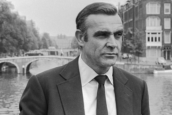 James Bond  007 er (90) død!