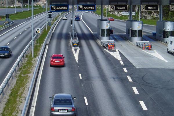 Flere biler bortvist på Svenske-grensen