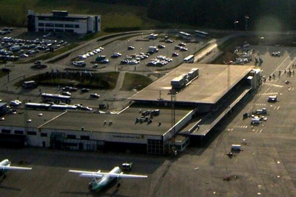 Norge stenger grensene – lufthavn holder krisemøte