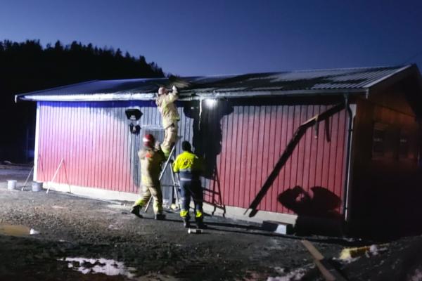 Brann i en garasje – politiet vil etterforske saken