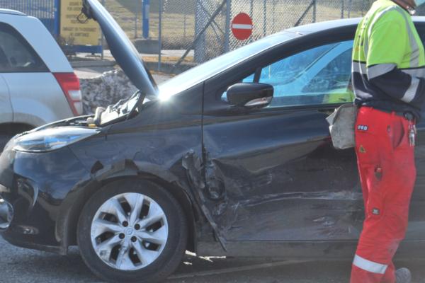 Mann i 40-årene fikk et illebefinnend – kjørte inn i flere parkerte biler
