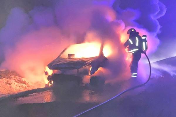 Sjåføren merket at noe var galt – så var bilen overtent