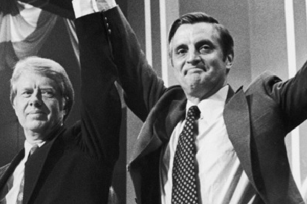 Tidligere visepresident Walter Mondale er død – han ble 93 år gammel