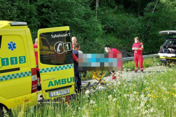Skolejente var på vei til skoleavslutning da hun falt i vannet – hun er fraktet til Ullevål sykehus