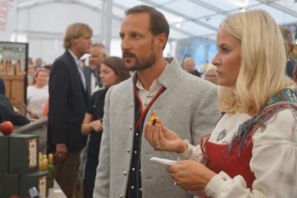 Det er 20 år siden Haakon og Mette-Marit giftet seg