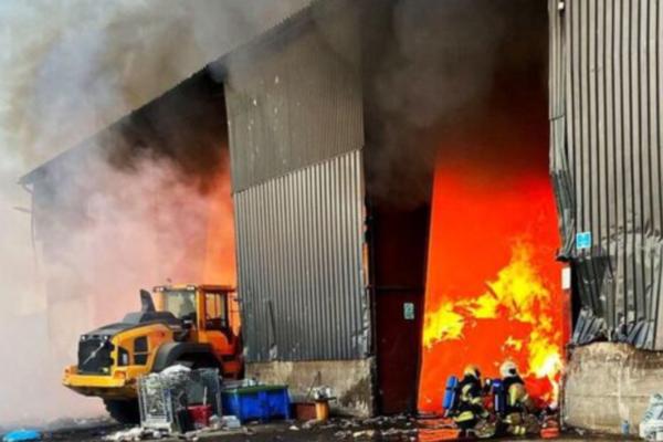 Brann i gjenbruksstasjon