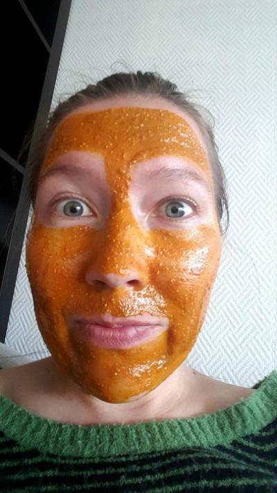 d957bb48 Dette er oppskriften på en Gurkemeie maske. Jeg måtte kjøpe inn spesielt  Gurkemeie og honning. Men siden ingen er en stor investering, så er det i  orden.