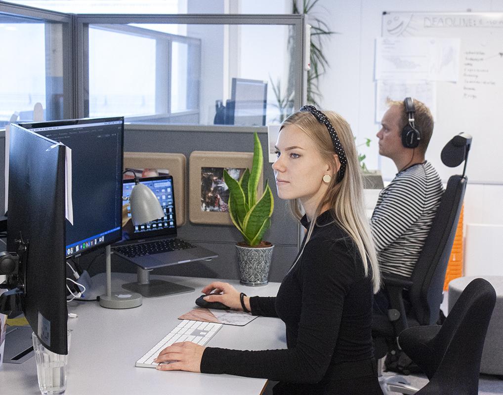 To ansatte som arbeider med webutvikling