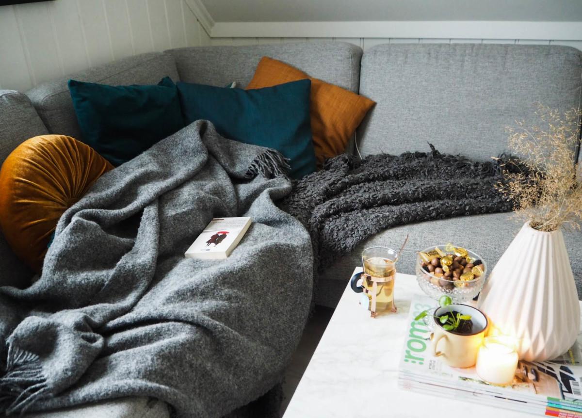 Sofa med pledd