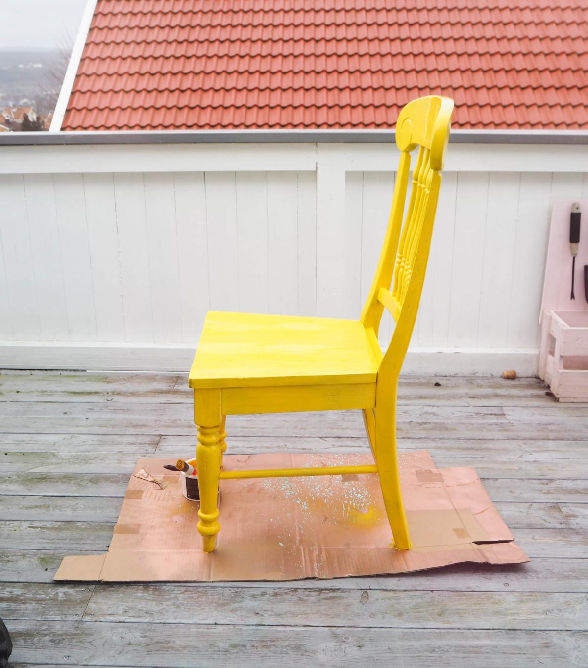 Male stol gul