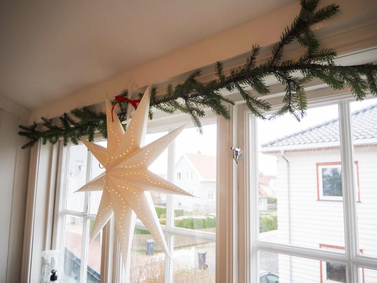 Julepynt i vindu